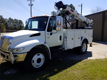 2006 INTERNATIONAL UTILITY TRUCK WITH CRANE